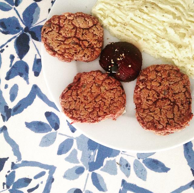 Recette de steak végétal de haricots rouges - Pêche & Eglantine