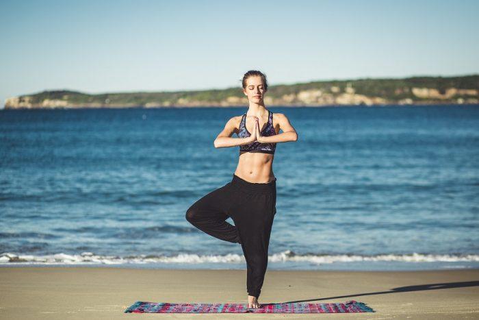 Comment commencer le yoga seul chez soi ?